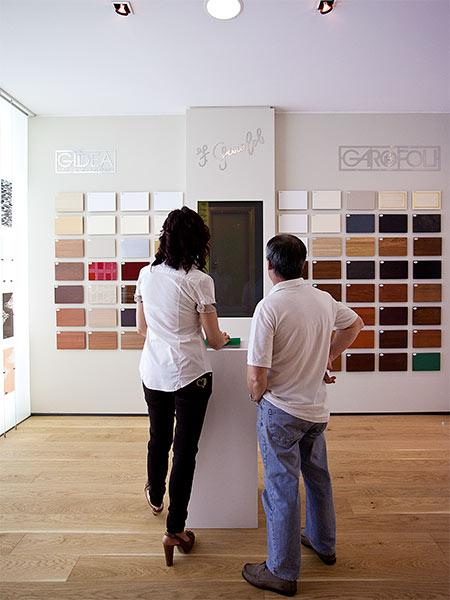 negozio-con-esposizione-serramenti-e-parquet-a-modena